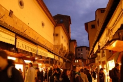 sale-Shopping-in-Florence-credits-jellybeanz